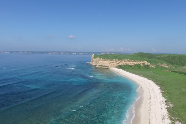 Ride this awesome lagoon in Kaliantan, Lobok, Indonesia with Seabreeeze Kite Club